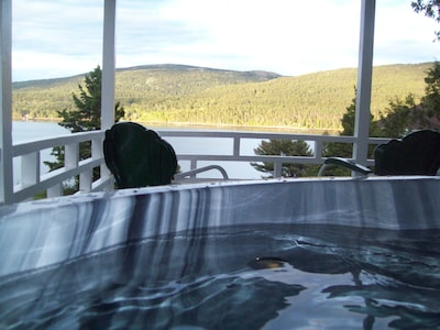Relax in your very own Hot Tub on the Covered Porch Overlooking Somes Sound
