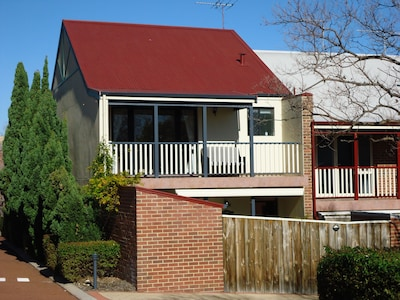 Beautiful free standing townhouse close to Fremantle centre