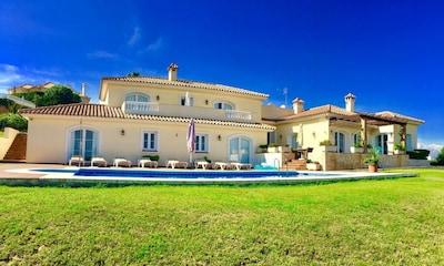 Villa de 5 estrellas, impresionantes vistas, playa y bares 5 minutos, Sotogrande 10 minutos