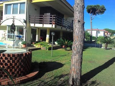 Photo 8 : villa et le jardin (usage exclusif du locataire).
