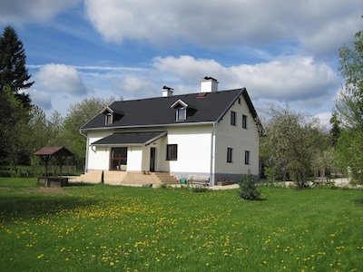 Villa Luby - een vrijstaand familiehuis met tuinhuis en sauna