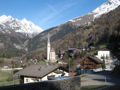 Blick auf die Pfarr- und Wallfahrtskirche Hl. Vinzenz