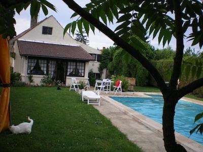piscine (8X4) privée et chauffée, sans vis à vis