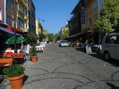 Akbiyik Street