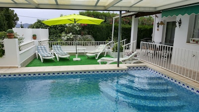 DETACHED VILLA WITH PRIVATE POOL AT 4 KM. FROM BENIDORM. SUNNY AND CONFORTABLE
