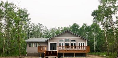 Beautiful Modern Cabin near lake in quiet community