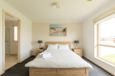 Outer Edge Holiday House is a 3 bedroom property great for getaways & long stays
