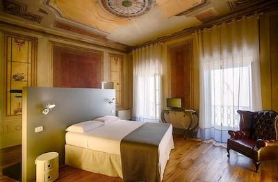Bedroom, Main Entrance, Room Detail