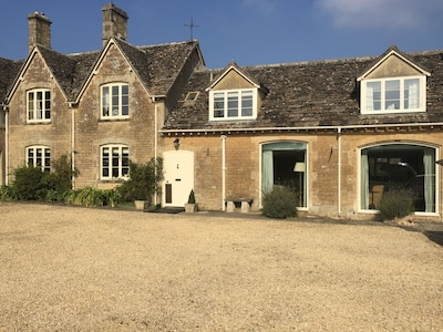 Family friendly Cotswold retreat, full of character, local attractions close by