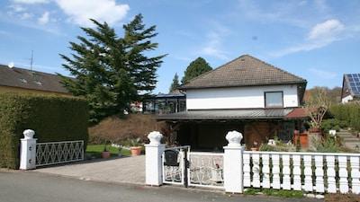 3-Sterne-Ferien-Wohnung mit Sauna, Pool-Kellerbar und Gartenbenutzung