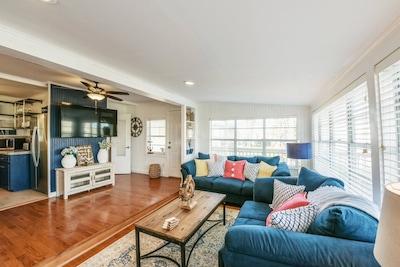 Welcome to your BeachBox! This colorful bungalow is located in Surfside Beach.