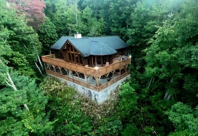 Bird's view of the house - Lot of privacy surrounded by beautiful nature/view