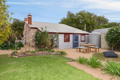 Stone cottage bed & breakfast, set in the prettiest township in the Barossa