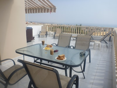 Beautiful Apartment In Peyia,own hot tub,Free Wifi,large sunny balcony,sea views
