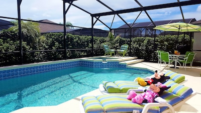 Private pool/hot tub with privacy hedge, child safety fence, cover, basketball