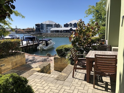 Mandurah Central Apartment with own Jetty and free WiFi