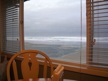 Sea Gypsy Oceanfront Condo With Pool Sauna Wi Fi Official Lincoln City Oregon Or Usa The sauna has various various hot baths, sauna rooms, sleeping rooms and other subsidiary facilities for visitors. rentbyowner com