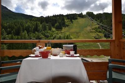 petit déjeuner face à la piste Luc Alphand