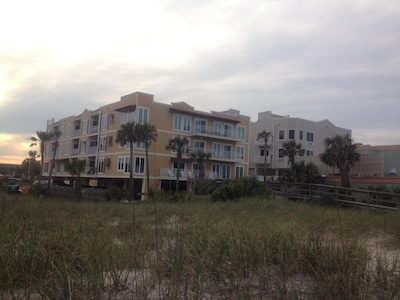 Oceanfront building location