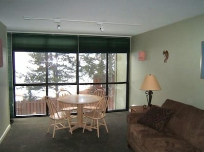 Living room with mountain view and second table with halogen lighting