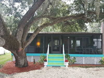 Nitas Nest is an adorable cottage nestled on the withlachoochee river