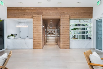 Lobby with 24\7 front desk