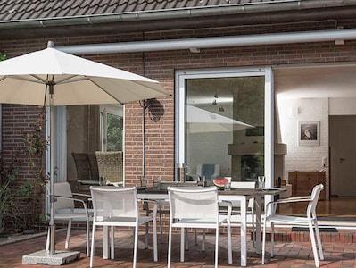 Diekhuus Arngast, Ferienhaus für 12 Personen in Dangast, Nordsee: die große Terrasse