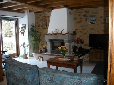 coin salon avec cheminée(bois offert)