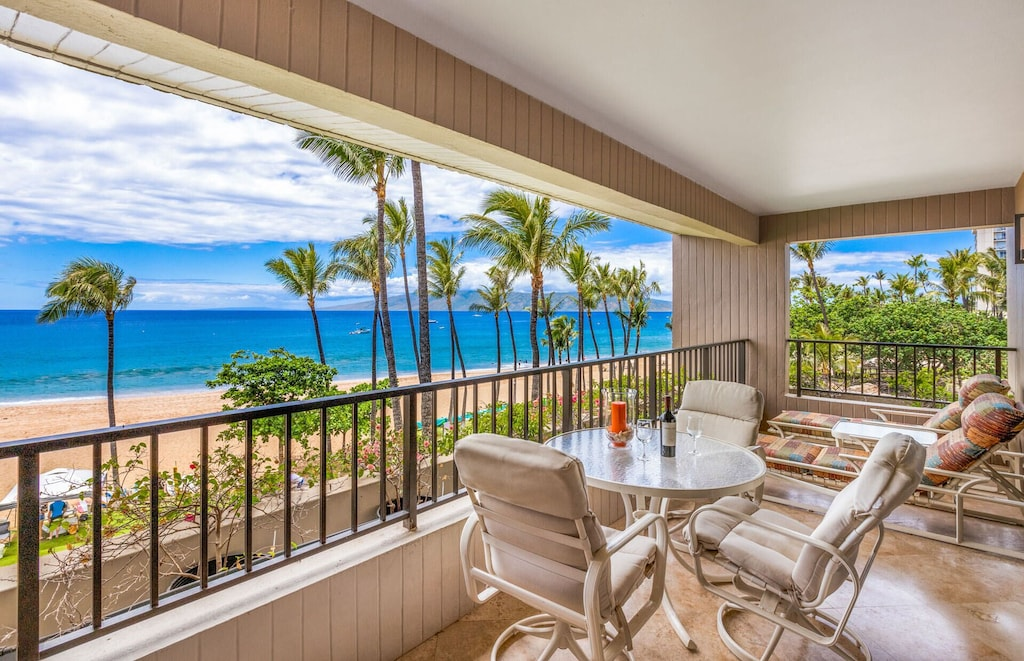 Oceanfront Kaanapali beach rentals overlooking one of the most beautiful Maui beaches