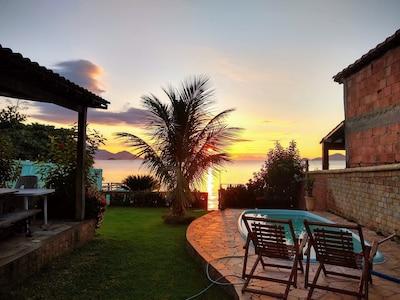 Casa em frente ao mar com um lindo amanhecer,deck para boas pescarias Com WI-FI.