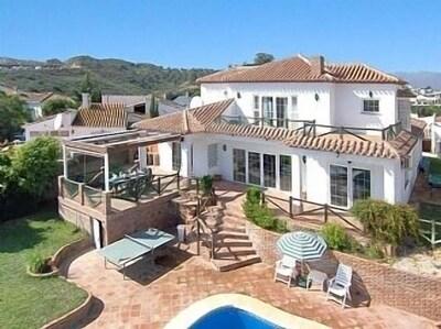 Excepcional villa de 4 habitaciones con un gran jardín y una piscina privada