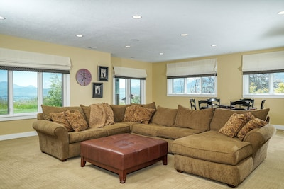 Great Room with View Walkout Basement to Spa covered patio with Large TV, DVR CD
