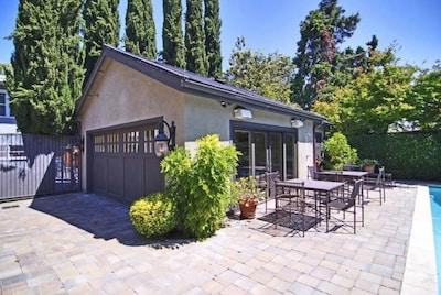 Two Car Garage, Cabana, Powder Bathroom, Outdoor Shower & Dining Al Fresco