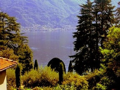 Welcome to Casa Giallo – Beautiful Apartment With Breathtaking Lake View.