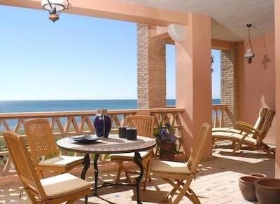 La Perla de la Bahia, luxurious 1st line beach apartment