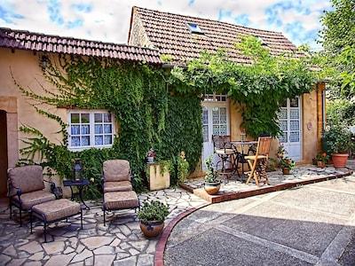 BUTTERFLY Cottage - Cozy Cottage romantique - Piscine chauffée, bain à remous, sauna, salle de gym, TV
