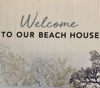 Family Beach House- Walking distance to both the beach & the shops