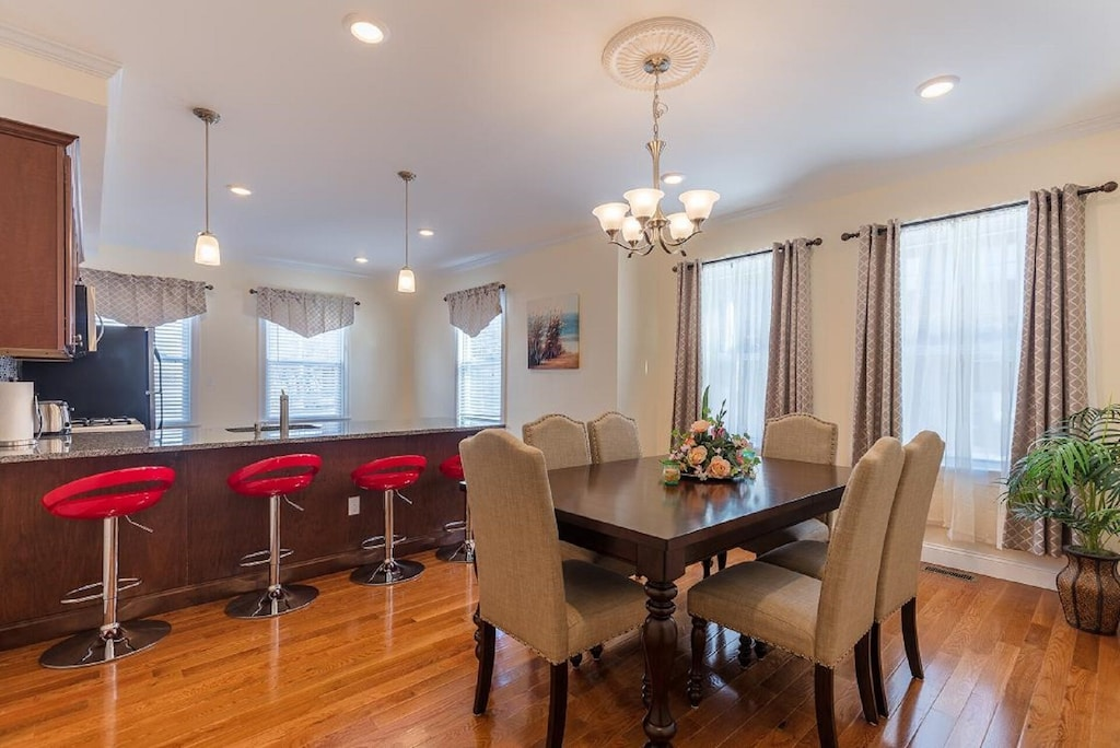 Beautiful Luxury 3br / 2ba Parking in Boston Brookline Exceptional Location!