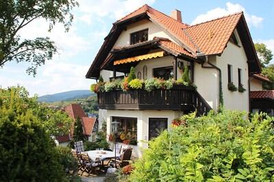 Ferienwohnung Panorama ***** mit Blick in den Ort und die Berge