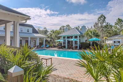 Fabulous Residence club w/pool, spa, outdoor ping pong, bikes and more!
