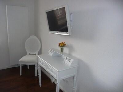 Fernseher Schlafzimmer Eltern