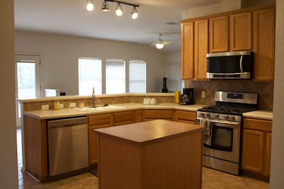 Clean kitchen, new appliances, amenities of home