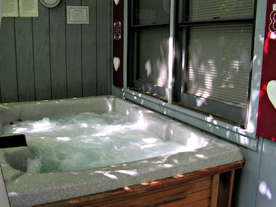Private Hot Tub!