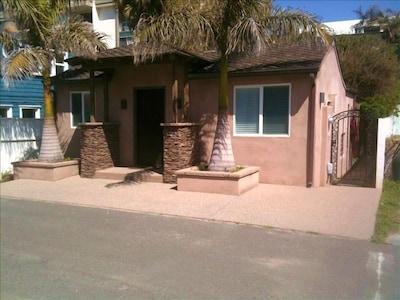 Beach House w/private tropical garden