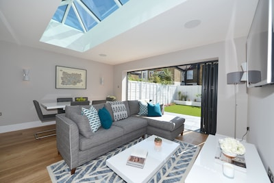 Luxury 4 bed family/small group friendly house in Fulham