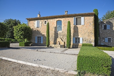 The Old House of Mas des Vignes Folles with the Garden House to the right