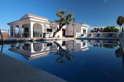 Gran villa privada en Alhaurín El Grande con piscina privada y Sala de juegos