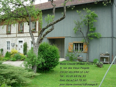 MAISON DE CHARME , jardin,petit oasis de vie,joie beauté,un cadeau précieux.