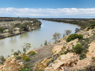 Whistling kite cottage overlooking the scenic Murray River