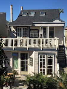 First floor unit of a duplex. Upper 4BR-2BA unit available for large families.